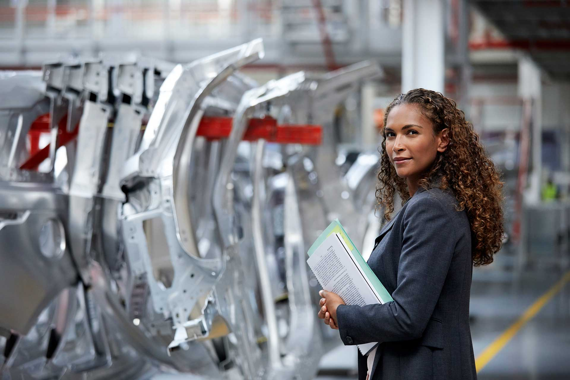 woman_manager_on_car_assembly_line