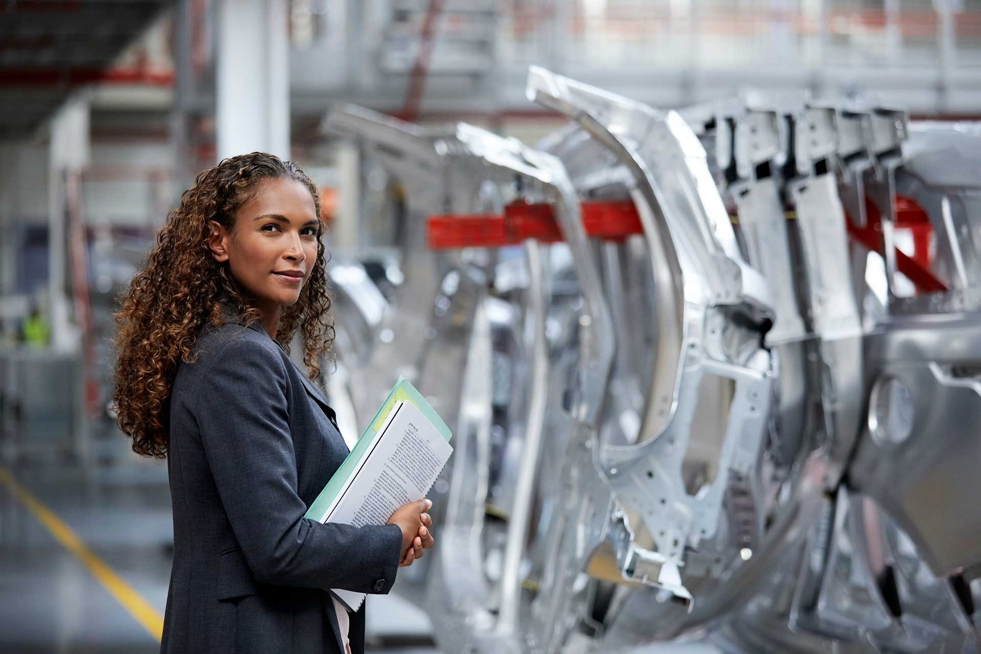 woman_manager_on_car_assembly_line_flipped